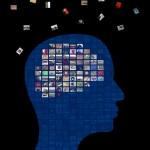 Illustration av hjärnan uppbyggd av bilder som flyger iväg