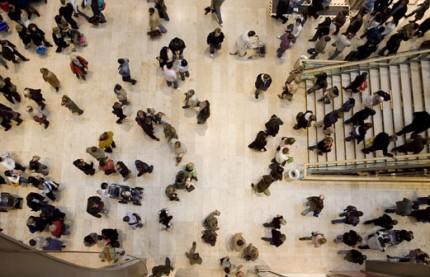 trängsel i köpcentrum uppifrån