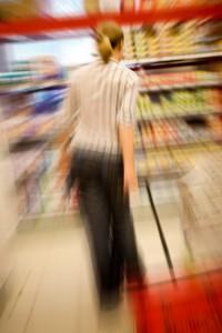 Vardagsstress, stressad kvinna i affär