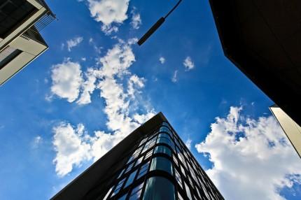 Kontorsbyggnad med fönster