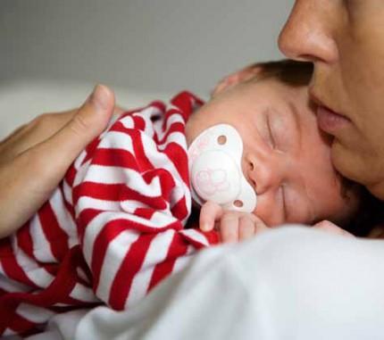 Nyfödd med napp