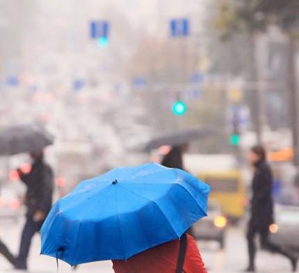 människor i regn