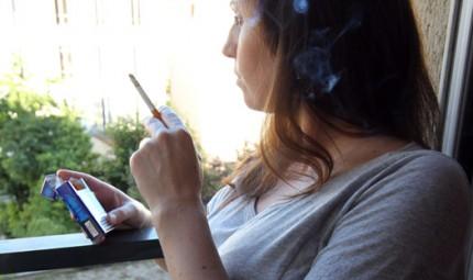gravid kvinna röker