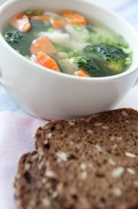 Grönsaker och grovt bröd