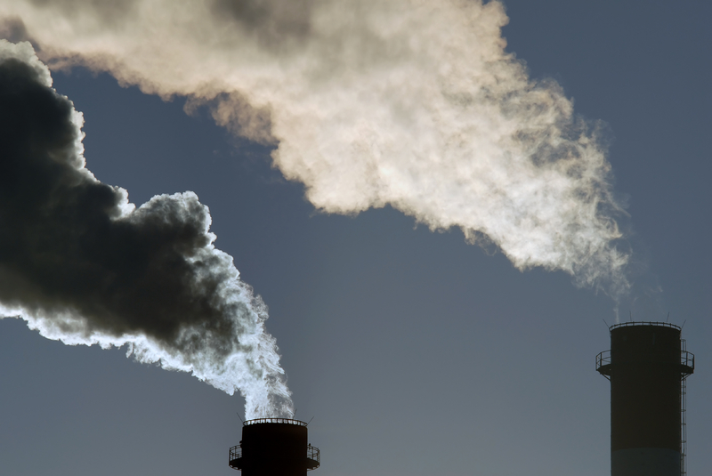 Rök från fabriksskorstenar