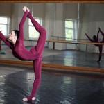 Balettdansös värmer upp
