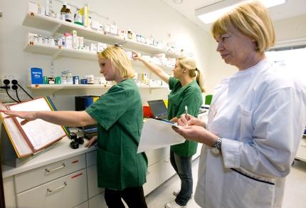 Medicinhantering tränas på Practicum vid SUS. Foto: Roger Lundholm