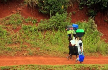 Afrikanska kvinnor på landsbygden