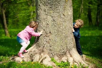 barn och träd