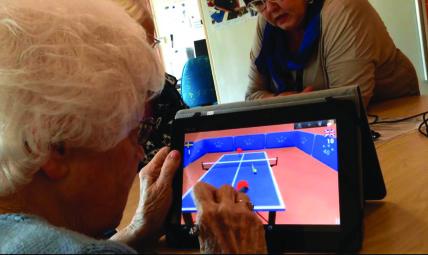 Äldre spelar spel
