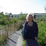 Fredrika-Mårtensson-på-Videdalskolans-gröna-skolgård-augusti-2014