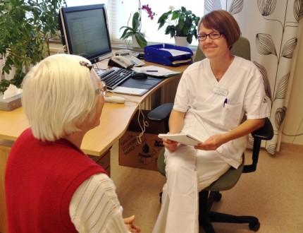Sara Modig och en patient
