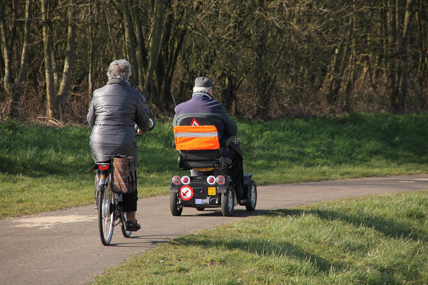 elrullstol och cykel