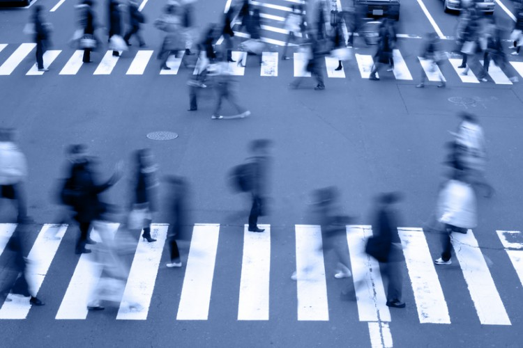 Motion blur aspect of people crossing the street in a big city blue tones_dreamstime_7337278