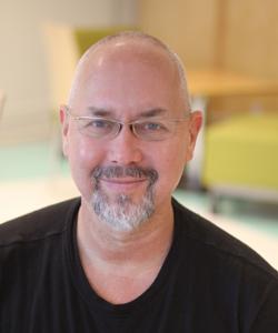 Simon Niedenthal forskar om spel.