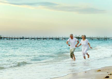 aldre på stranden_beskuren_preview_COLOURBOX10065787