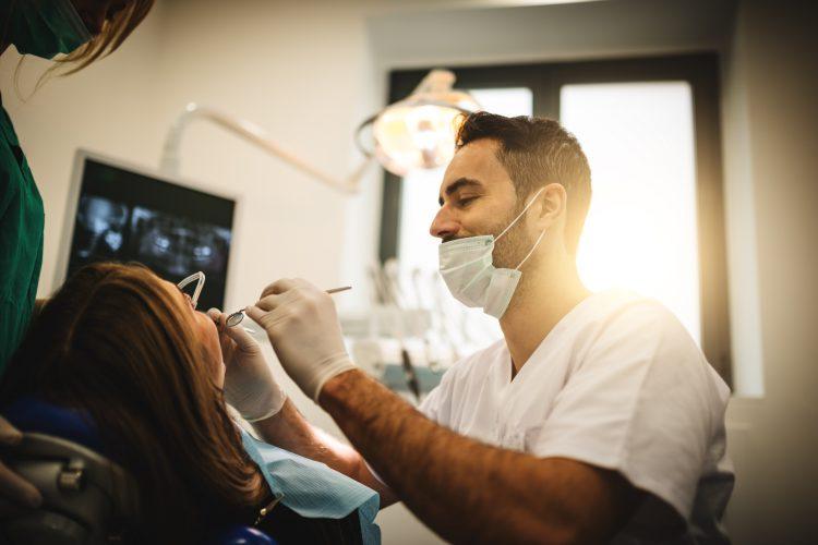 Rotfyllda tänder lagade med komposit behöver oftare behandlas på nytt