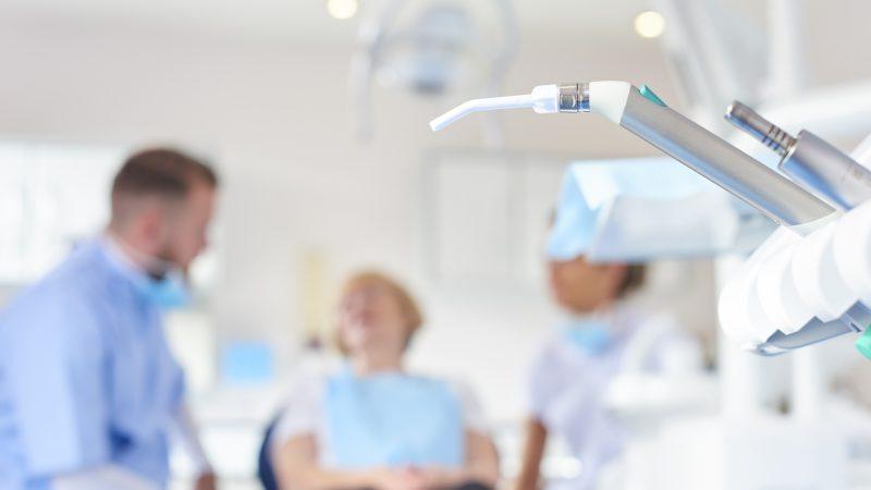 Att sitta i en tandläkarstol kan väcka starka minnen för den som en gång  utsatts för sexuella övergrepp. Bara att överlåta åt tandläkaren att  undersöka ... 24d9d14fe9704