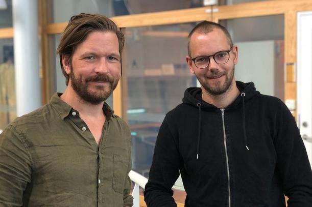 På bilden syns forskarna Nils Wierup till vänster och Peter Spégel till höger